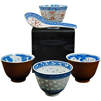Grouping of four Chinese porcelain teacups and spoon circa 1900
