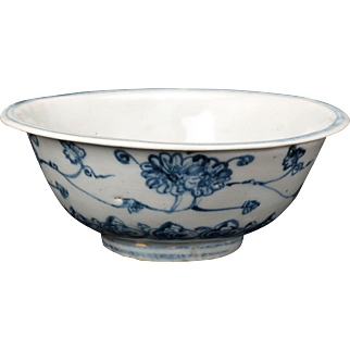 Chinese Ming blue and white porcelain bowl 15th/16th century