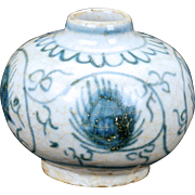 Small Chinese Ming blue and white porcelain jar with peacock design - 15th/16th century