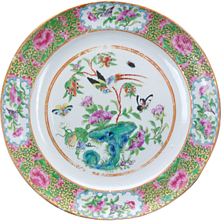 Antique Chinese Qing large porcelain plate with butterfly and sacred fungus design 19th century