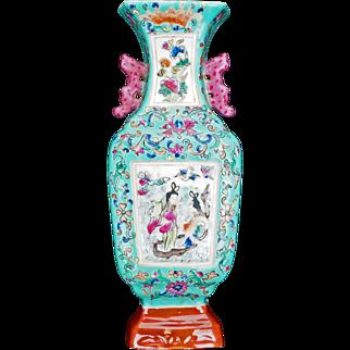 Chinese porcelain turquoise vase-shaped wall pocket early 20th century