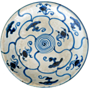 Chinese Ming porcelain blue and white dish with fungus and floral motif - 17th century