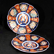 """Pair of small 6 1/4"""" gilded vintage Japanese Imari dishes"""