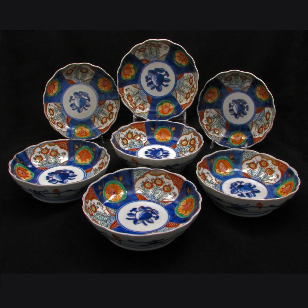 Set of 7 matching Japanese 19th century porcelain Imari bowls