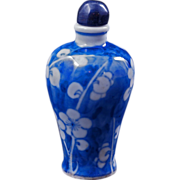 Chinese mei ping shaped blue and white porcelain snuff bottle circa 1900
