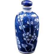 Chinese blue and white porcelain snuff bottle with lapis lazuli stopper circa 1900