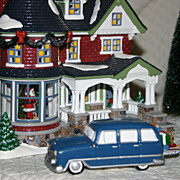 Department 56: 1224 Kissing Clause Lane