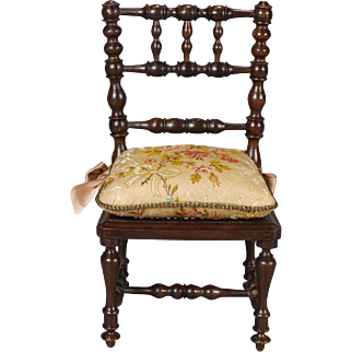 French Side-chair of Turned Stained Wood