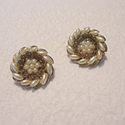 Vintage Round Faux Pearl Collar Pins