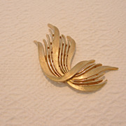 Vintage Trifari Gold-Tone Ribbon Brooch