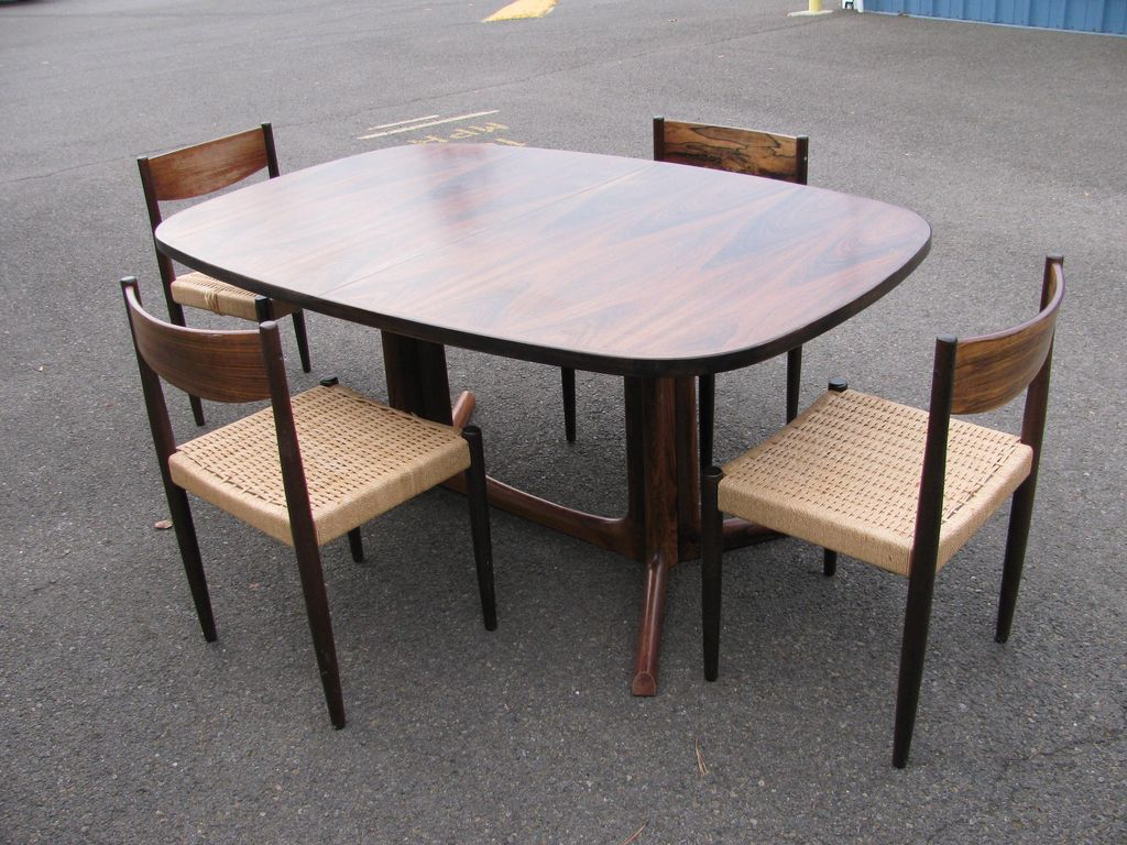 Gudme Emobelfabrik, Danish Modern Rosewood Table