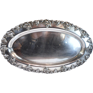 "Vintage GRAPEVINE Border 13"" OVAL TRAY Vintage Sheffield Silver Plated by L B Smith"