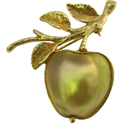 Sarah Coventry frosted Glass apple pin