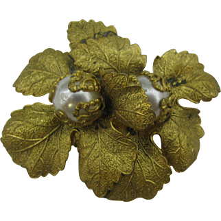 Very unusual Dress clip Double flower with large faux pearl centers