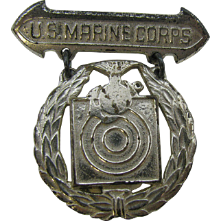 Rare old  WW2 US MARINE CORPS EGA Shooting badge marked Sterling