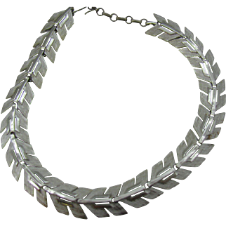 Lisner Chevron leaf pattern necklace in silver tone