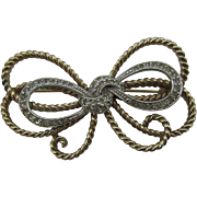Pennino bow brooch in gold tone and Rhinestones