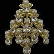 A choir of Angels Christmas tree pin