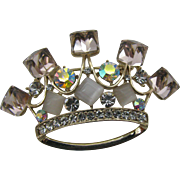 Beautiful Crown pin with square cube tips