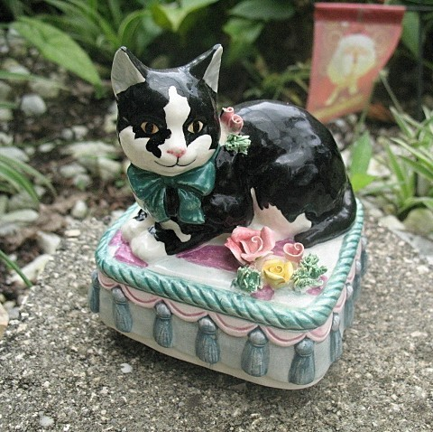 Music Box Black White Cat 1993 Yamada for Schmid