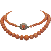 Art Nouveau Coral bead necklace with silver closure, dated at the ca.1910