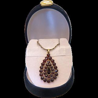 Antique drop shaped Garnet pendant, 9k yellow gold, 19th century