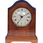 Vintage WISCONSIN CLOCK COMPANY Solid Cherry Wood Traditional Arch Desk Mantel Quartz Clock