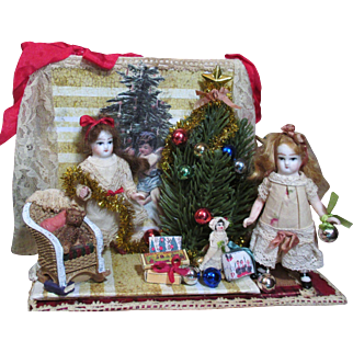 """"""" Merry Little Christmas"""" Children, Two Tiny 3"""" Dollhouse doll sisters in Christmas Room Box Display"""