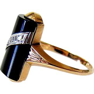 Art Deco 14KT Yellow Gold Diamond and Carved Onyx Ring