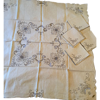 Brode Main French Tablecloth & 4 Napkins for Tea Table