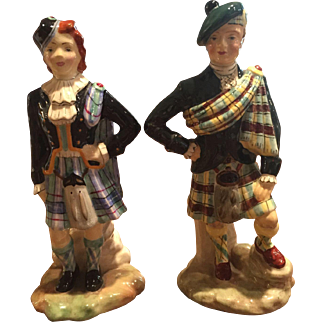 Pair of England Radnor Bone China Figurines Scottish Man Woman Tartan Plaid