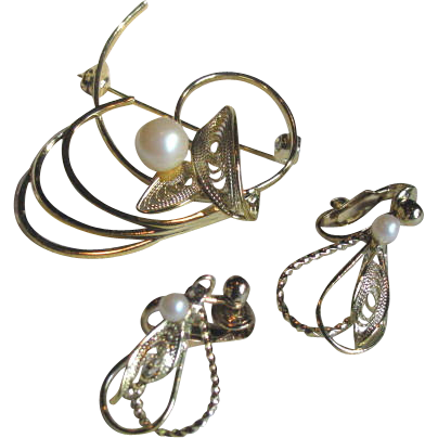 Vintage 1950s Goldtone Filigree Simulated Pearl Brooch and Earrings Set