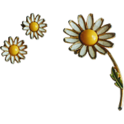Vintage 1960's Weiss Daisy Flower Brooch and Earrings Set
