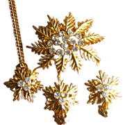 Vintage 1960s Snowflake Rhinestone Demi Parure with Necklace, Brooch and Earrings from Jeweline Originals