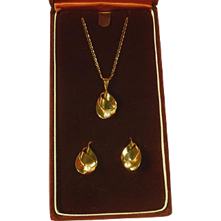 14 kt Gold and Pearl Necklace and Earirngs Set