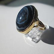 14kt Yellow Gold Oval Black/White Agate Artisan Ladies Ring
