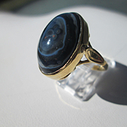 14kt Yellow Gold Oval Black/White Agate Artisan Ladies Ring