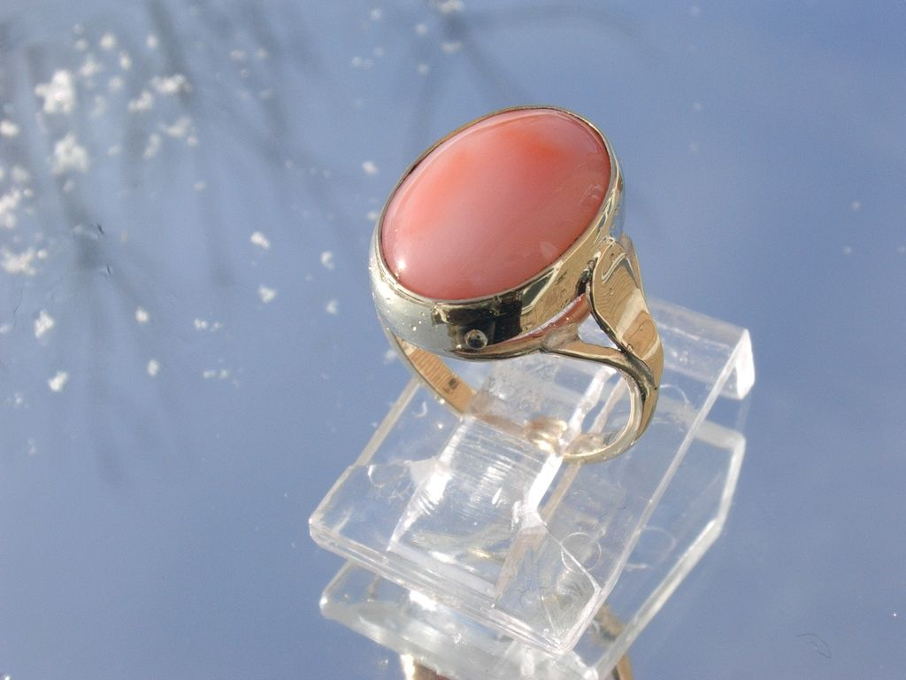 9kt Yellow Gold Angel Skin Coral Ladies Ring