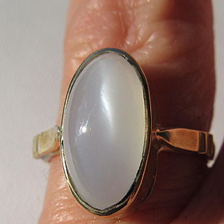 14kt Yellow Gold Oval Grey Moonstone Artisan Ladies Ring