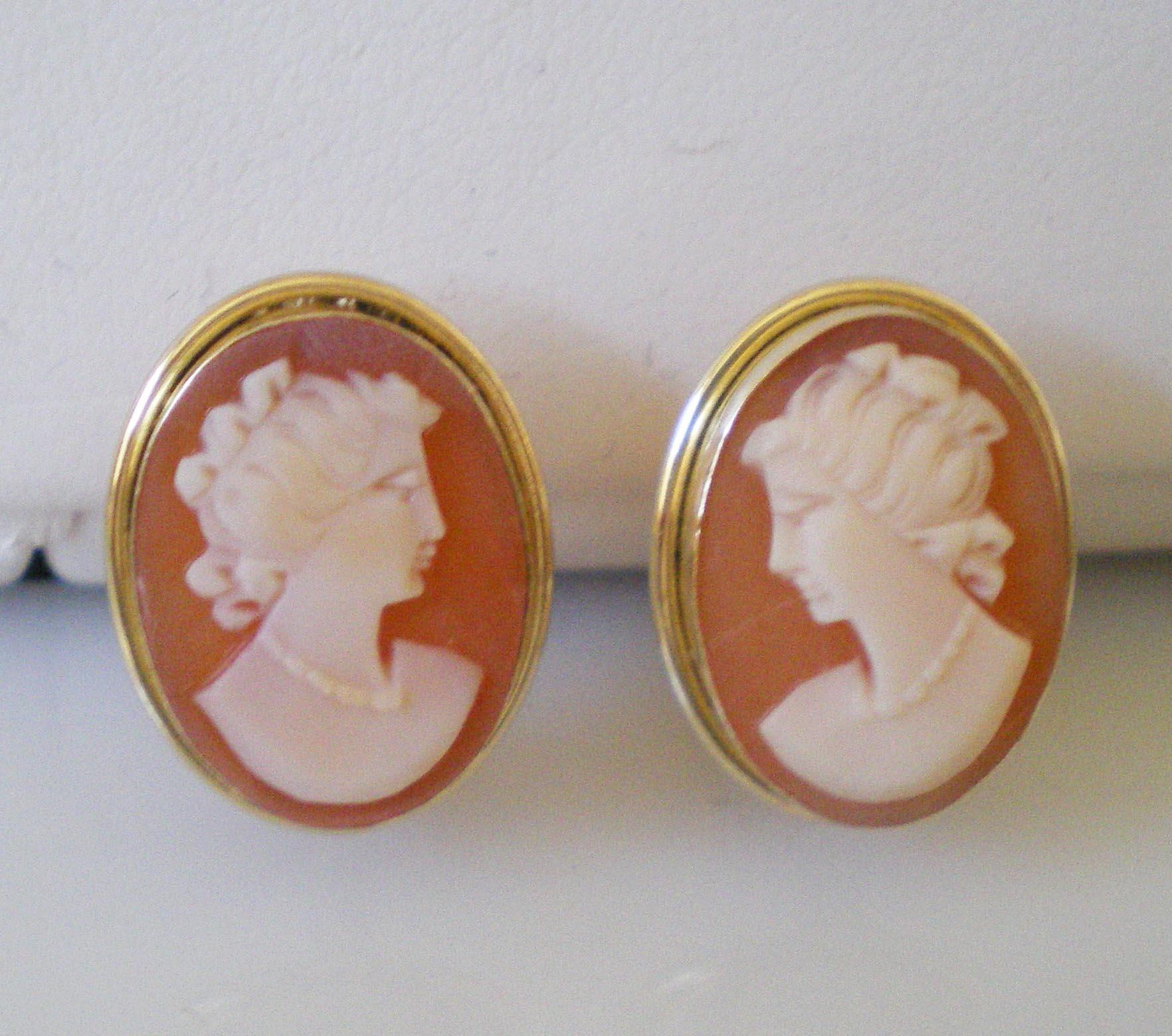 Perfect Vintage 18K Cameo Earrings Clip Pretty Button ...