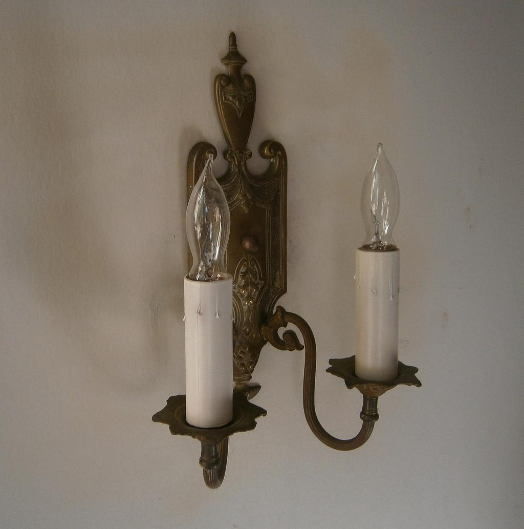 Pair Elegant Antique Federal Style Brass Wall Sconce Light