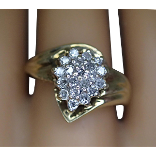 Sparkling Vintage 10K Yellow Gold Ring With A Cluster Of Diamonds