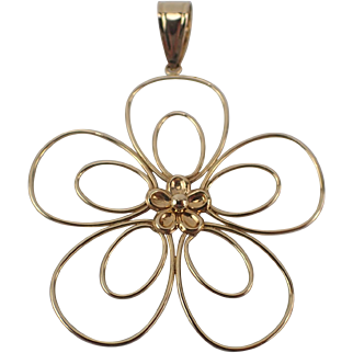 Delightful Vintage 14K Yellow Gold Flower Pendant FREE SHIPPING