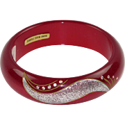 Vintage Lucite Bracelet Bangle magenta pink silver flakes carved design rhinestone