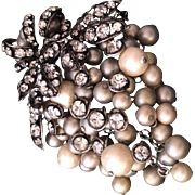 Iradj MOINI 90's faux pearls and crystals zirconia grape pin brooch