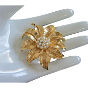 Vintage Faux Pearl and Gold Tone Flower Pin Brooch