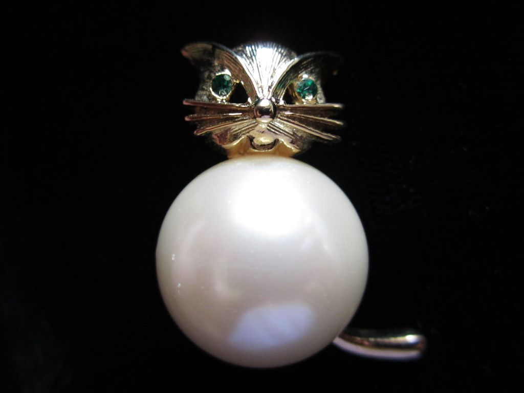 Vintage Marvella Plump Faux Pearl Cat Figural Pin Brooch ~ REDUCED!