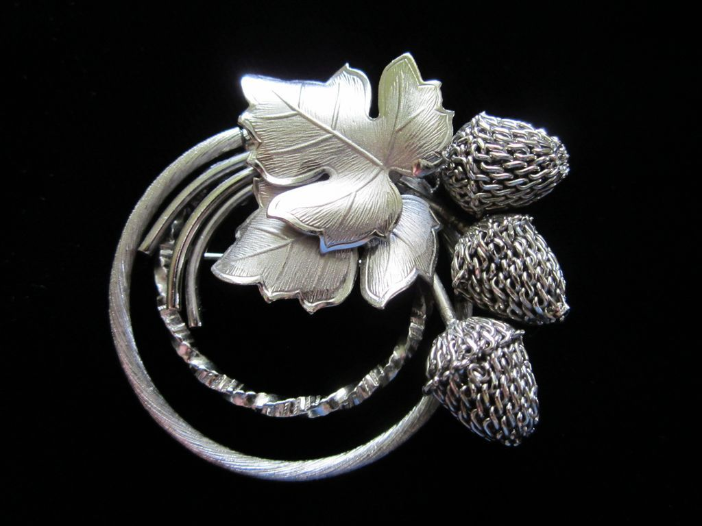 Exceptional Vintage Mesh Acorns,  Silver Tone Leaves Pin Brooch