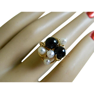 Vintage 14k Yellow Gold Fresh Water Pearl and Onyx Ring