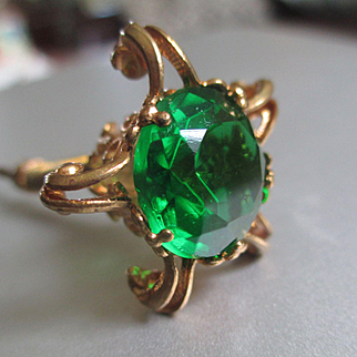 Victorian/Nouveau Gold Filled Nodder Hat Pin Green Stone Ram's Heads